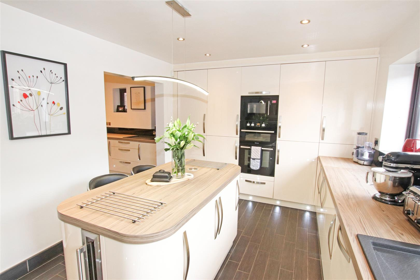 STUNNING FITTED KITCHEN / BREAKFAST ROOM